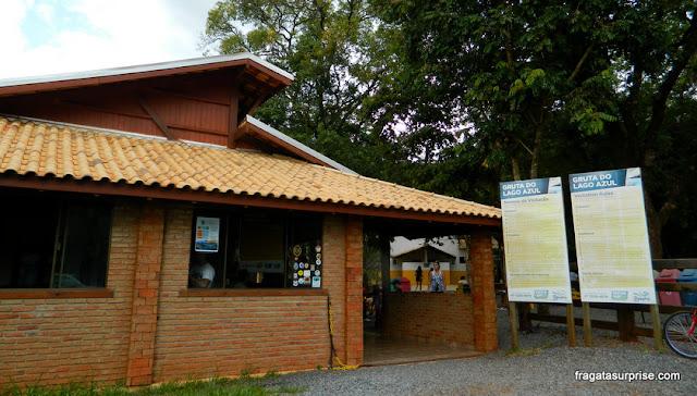 Centro de visitantes da Gruta do Lago Azul, em Bonito