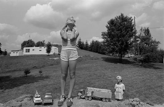 by Sage Sohier - Buckhannon, West VA - 1982 | photos | imagenes bellas, fotos en blanco y negro bonitas | cool pics | 80s America