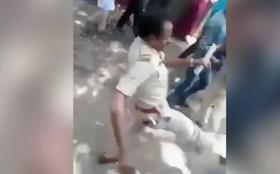 प्रवासी मजदूरों को उनके घर भेजने की जगह पुलिस मार रहीं लात भूसे