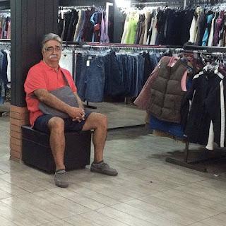 Hombres de compras por Cali