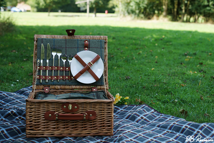 Luxury Tweed 2 Person Picnic Hamper Basket from The Basket Company