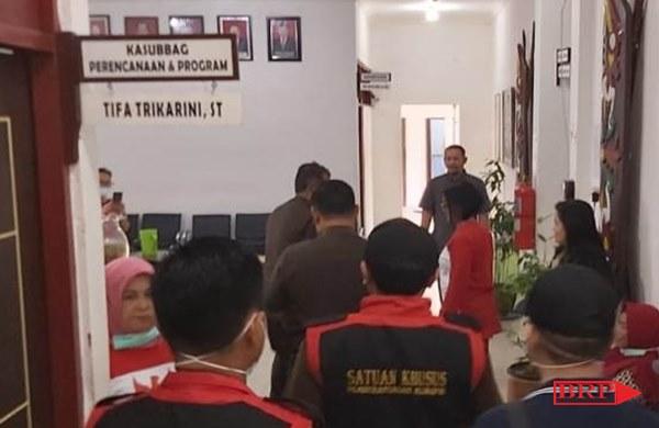 Kasus Sumur Bor Fiktif, DLH Kalteng Digeledah Satuan Khusus Kejari Palangka Raya