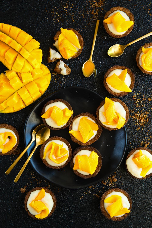 Owsiane babeczki z budyniem i mango