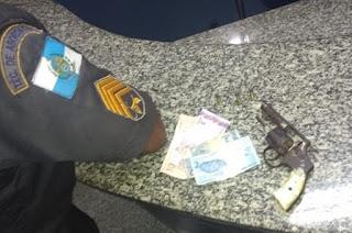 http://vnoticia.com.br/noticia/3213-dois-elementos-detidos-com-revolver-no-centro-de-sfi