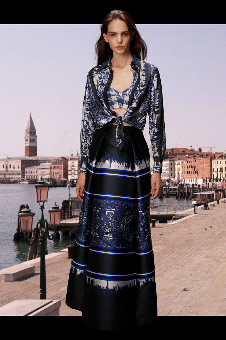 With Resort 2021 Collection, Alberta Ferretti is paying tribute to Italy
