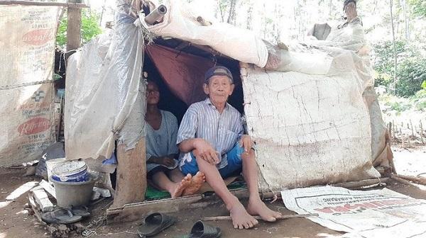 Cerita Mbah Tarso Purwokerto 5 Tahun Hidup Di Gubuk Reyot Dari Karung Bekas Di Pinggir Kali