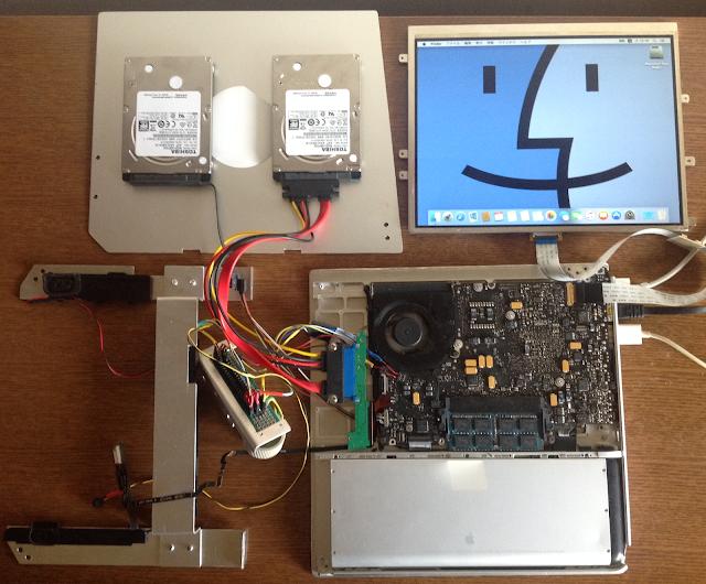筐体につめるために加工したMacbook