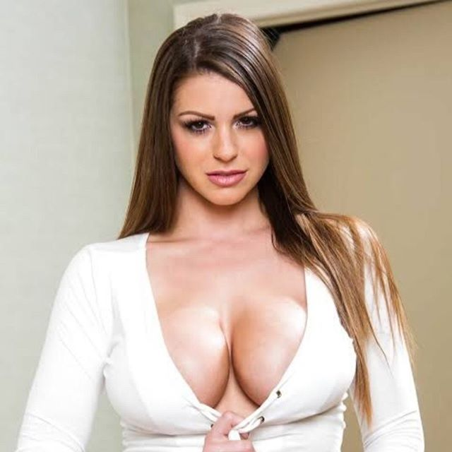 Brooklyn Chase Hot & Sexy Pics
