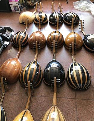 آلة العود التركي الأصلي الجنطه الاصلية وريش وسيت اوتار اضافي
