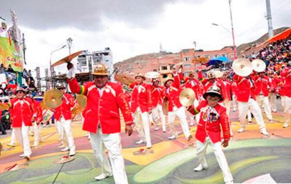 Las bandas son un complemento infaltable del Carnaval de Oruro