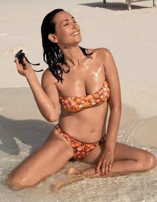 caterina balivo bikini foto in acqua spiaggia mare estate 2021