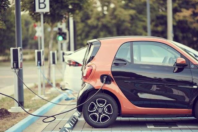 Κίνητρα θα δοθούν μόνο για την αγορά ηλεκτρικών αυτοκινήτων