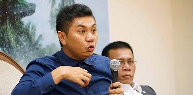 Djarot tidak 'mengincar' PKS. Tapi, dia berkelakar soal pindahnya kader PDIP yang menjabat Plt Walikota Medan, Akhyar Nasution, ke Partai Demokrat