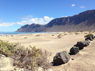 plaża i klif na Kanarach