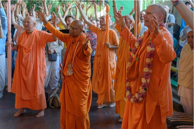 Many sannyasis and Srila Prabhupada disicples were present