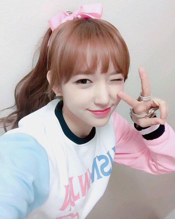 Netizens Claim That This Rookie Idol Has The Best Selfies Daily K Pop News Latest K Pop News