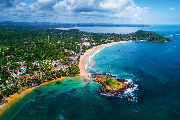 Adada elektrik üretmek için su kullanırlar, enerjinin %40'a yakını sulardan karşılanır.