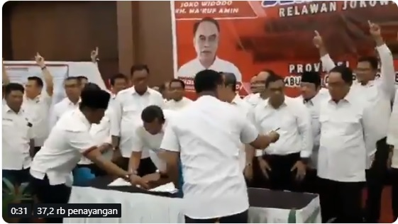 Anies Salam 2 Jari Dipersoalkan, tapi Bupati-Walikota di Riau Salam 1 Jari Didiamkan, Lihat Videonya