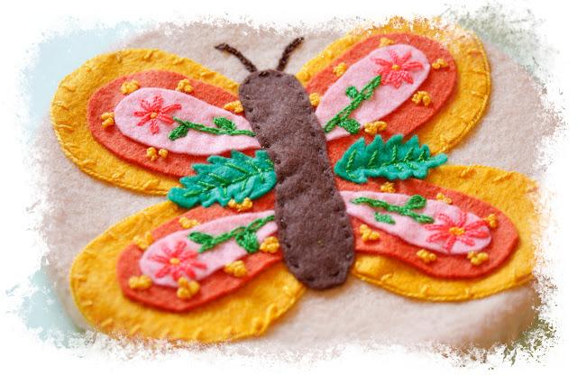 Mariposa bordada en fieltro