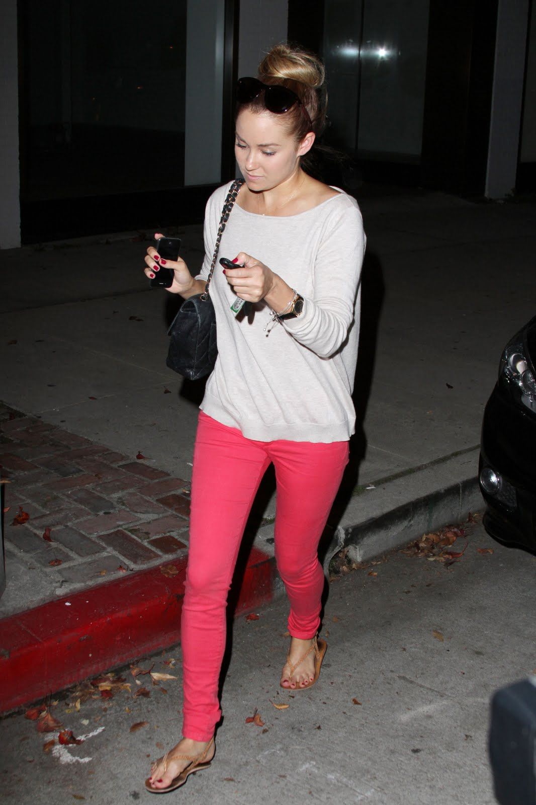 36b3ff7667 Lauren Conrad was spotted at the Kate Somerville Spa in West Hollywood  yesterday, November 18. LC looked cute & casual in a neutral top with  bright bottoms.
