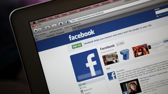 O Facebook proibiu as contas do Facebook e Instagram de um nacionalista branco que participou da manifestação em Charlottesville, Virgínia, que terminou em violência mortal.