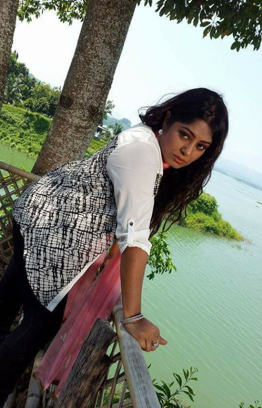 Actress Mousumi Best Photos & Short Biography 6