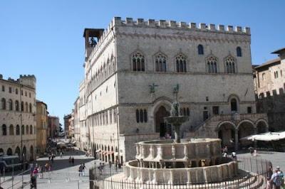 Palazzo dei Priori e Fontana Maggiore (Perugia) - Gite e vacanze in Umbria