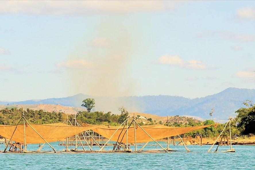 Một ngày ở làng chài trong hồ thủy điện Sê San 4