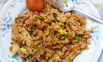 Nasi goreng ikan tuna kaleng