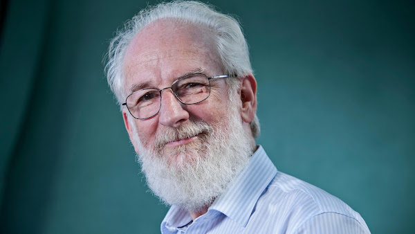 Lukes English Podcast:  David Crystal Interview - Official Website - BenjaminMadeira