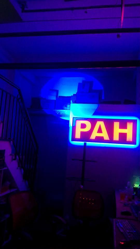 đèn follow chiếu màu dương