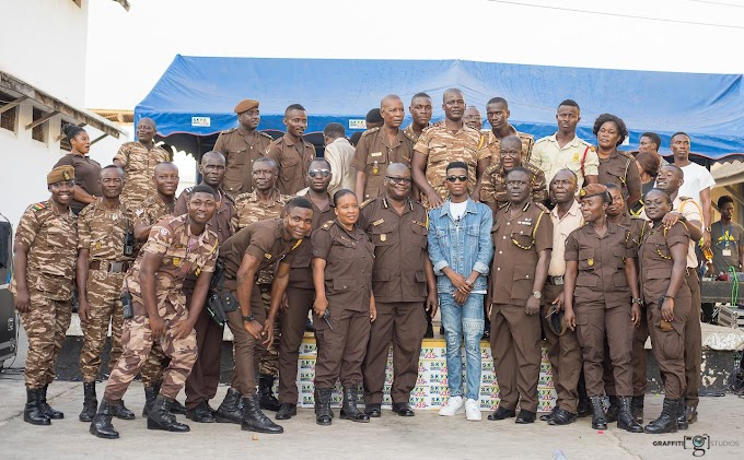 Photos: Kofi Kinaata feeds 680 inmates of Sekondi Central Prison as part of birthday celebration