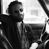 "Father John Misty lança inédita ""Mr. Tillman"""