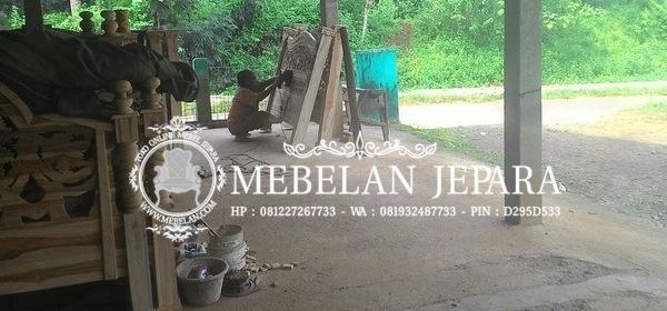 Proses Pengampelasan Mebel Jati Jepara