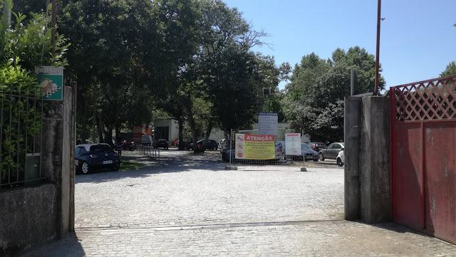 Entrada Parque de estacionamento Praia da Palmeira