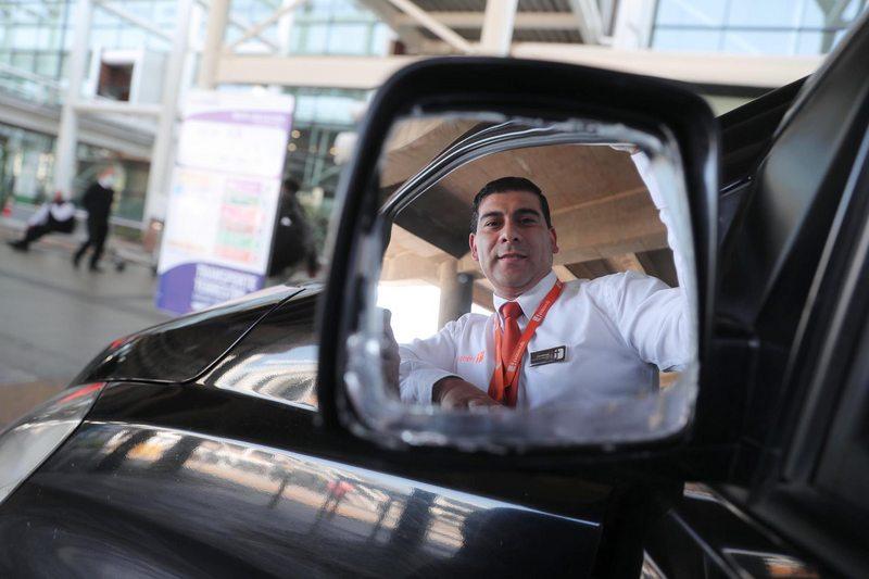 Empresa busca 500 choferes con vehículo para aeropuerto