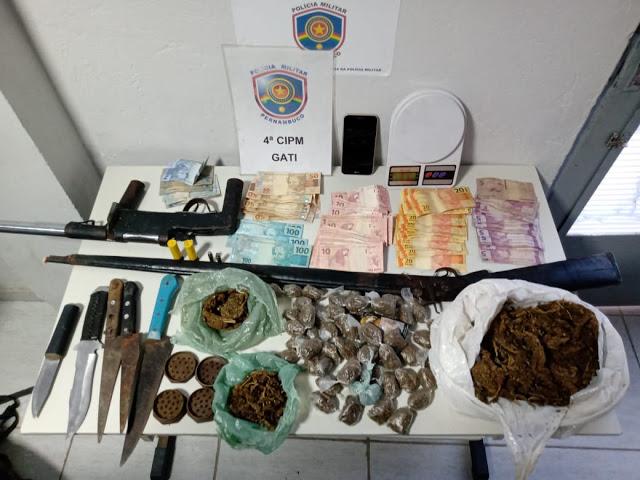 Três são presos por porte ilegal de arma e tráfico de drogas, em Inajá, Sertão de PE