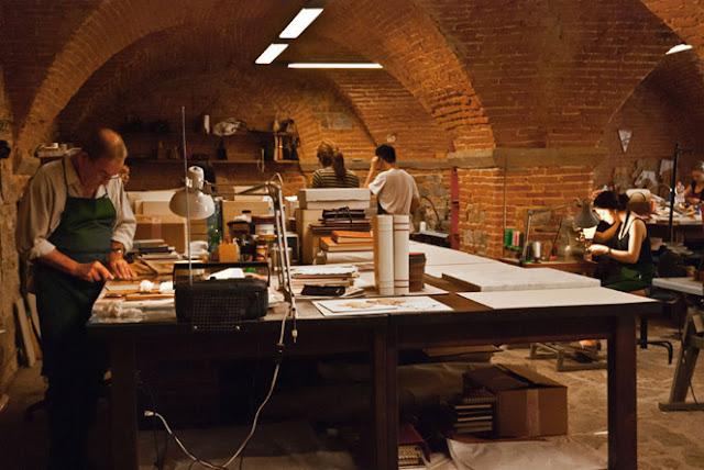 Scuola del Cuoio is located inside the beautiful basilica of Santa Croce, Florence