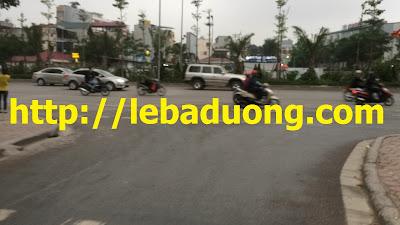 Cách đường Võ Chí Công (đi Cầu Nhật Tân) chỉ gần 100m