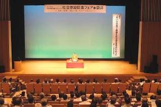 講演会講師・三遊亭楽春の笑いと健康&社会参加意欲講演会の風景。