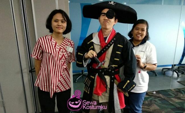 sewa kostum bajak laut