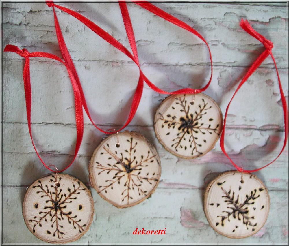 dekoretti´s Welt: Hübsche Anhänger aus Holzscheiben basteln ...