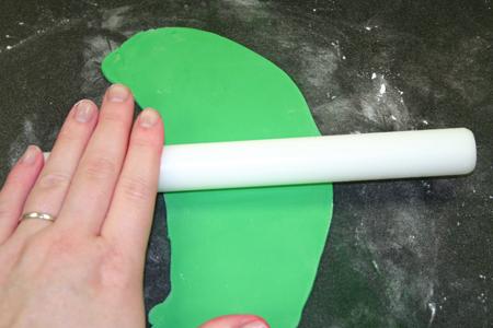 мастика кондитерская, оформление теста, печенье, плунжеры, праздничная выпечка, праздничные блюда, сладости, торты, украшение блюд, украшение тортов, цветы, цветы из мастики, формы для печенья, формы печатные,Как правильно использовать плунжеры (МК) как сделать украшения из кондитерской мастики своими руками, как использовать формочки , как сделать цветы из мастики, http://eda.parafraz.space/