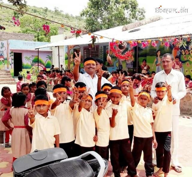 सुनील खेडकर – जोगेवाडीची मुले बोलती झाली ! (Sunil Khedkar - Teacher with innovative ideas)