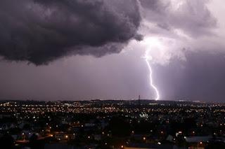 Boas chuvas foram registradas na noite desta sexta-feira (17), nas regiões do Trairi e Seridó do RN