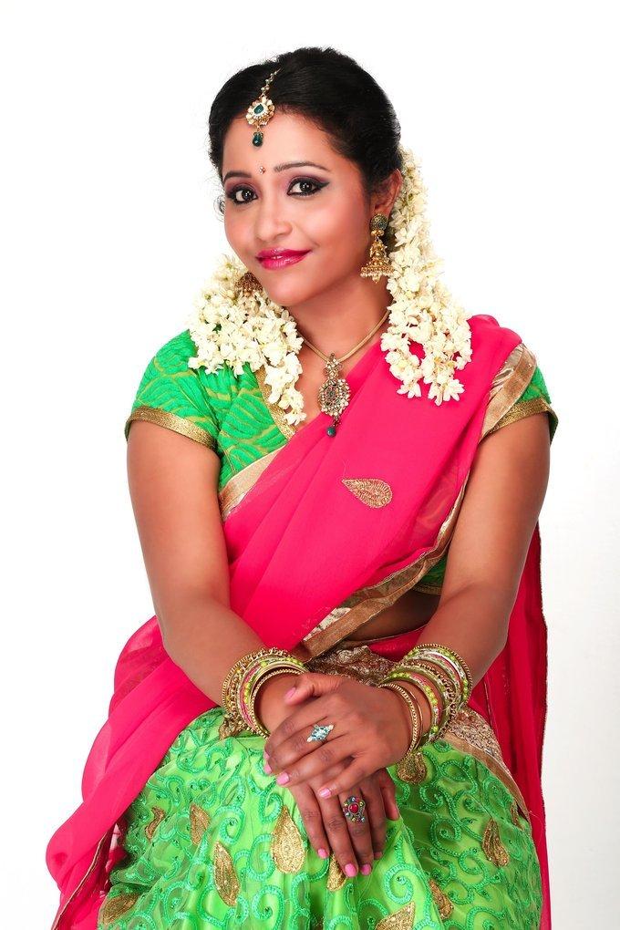 Actress Anusha Nair New Photoshoot
