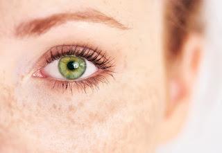 تفسير رؤية العيون الخضراء في حلم الحامل