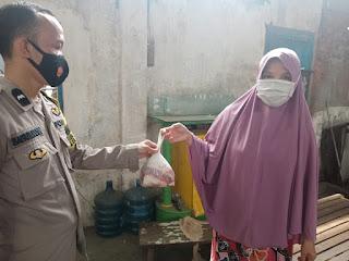 Antisipasi Kerumunan, Polres Pelabuhan Makassar Kerahkan Bhabinkamtibmas Salurkan Daging Qurban