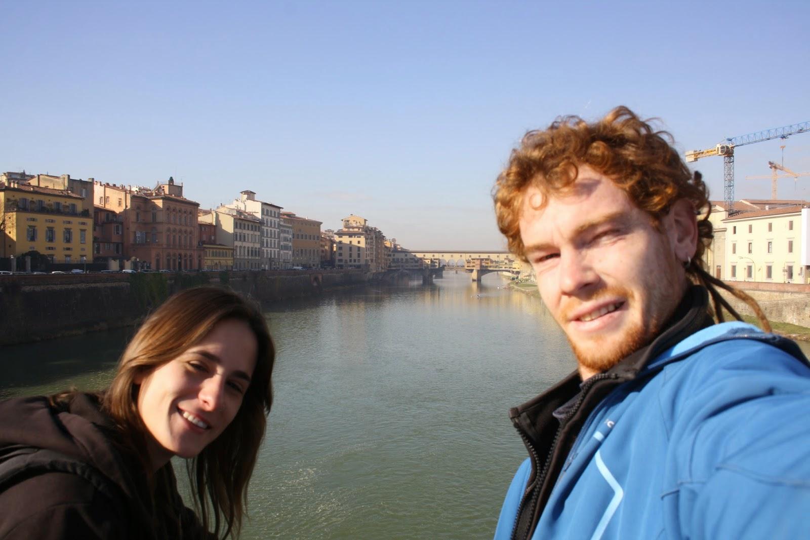 Dondevayaelsol en uno de los puentes sobre el rio Arno en Florencia