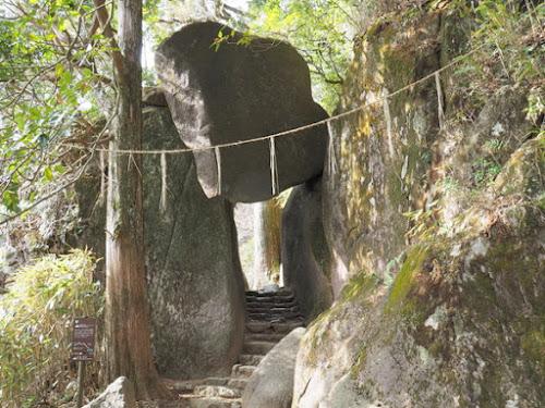 弁慶七戻りの奇岩